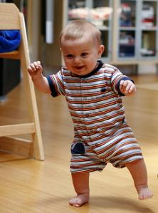 Cómo-estimular-a-mi-bebé-para-que-camine